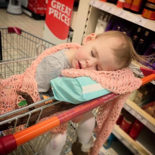 12 Hilarious Photos that Prove Kids will Sleep Anywhere, 13592359 10154253584182889 597748604346318540 n 650x650%, 2-3%