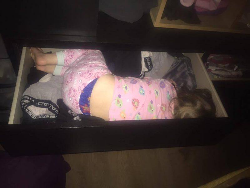 12 Hilarious Photos that Prove Kids will Sleep Anywhere, 13600319 10156977225300417 2000833822423713429 n 800x600%, 2-3%